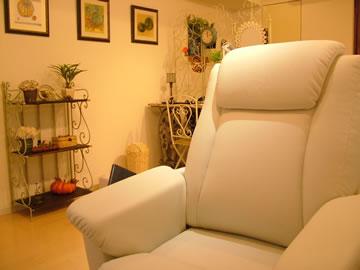 VivideVavide(ビビデバビデ)の写真(こだわりのリクライニングソファーで、施術中はリラックス!)